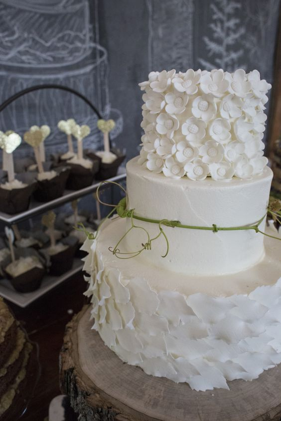when should you cut wedding cake wedding cake etiquette where should it be placed and when 27119