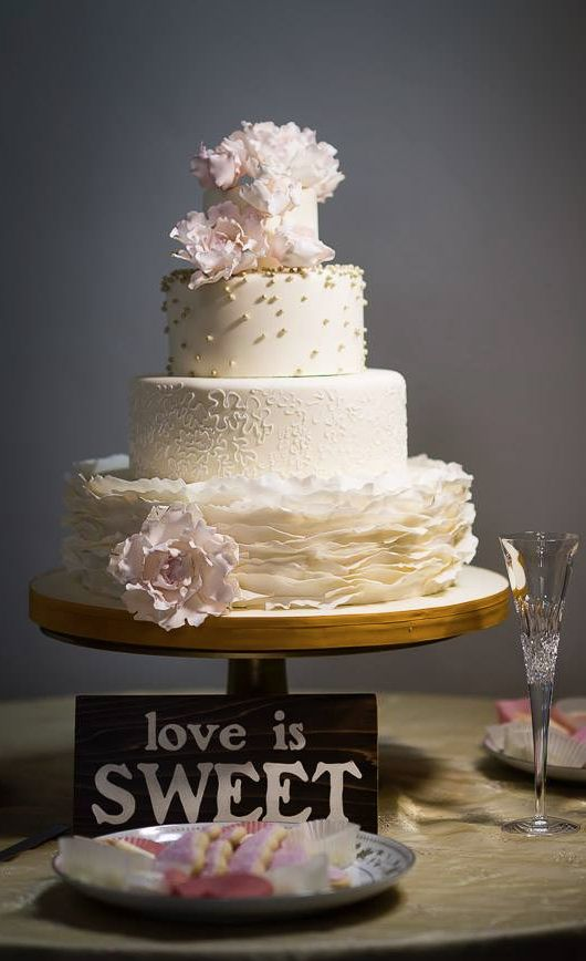 how much is a average wedding cake how much does a wedding cake cost 15489