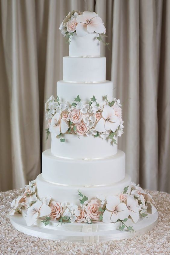 Elegant Traditional Wedding Cakes