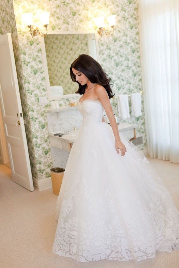 The guide to wedding dress rentals modwedding for Rent for wedding dress