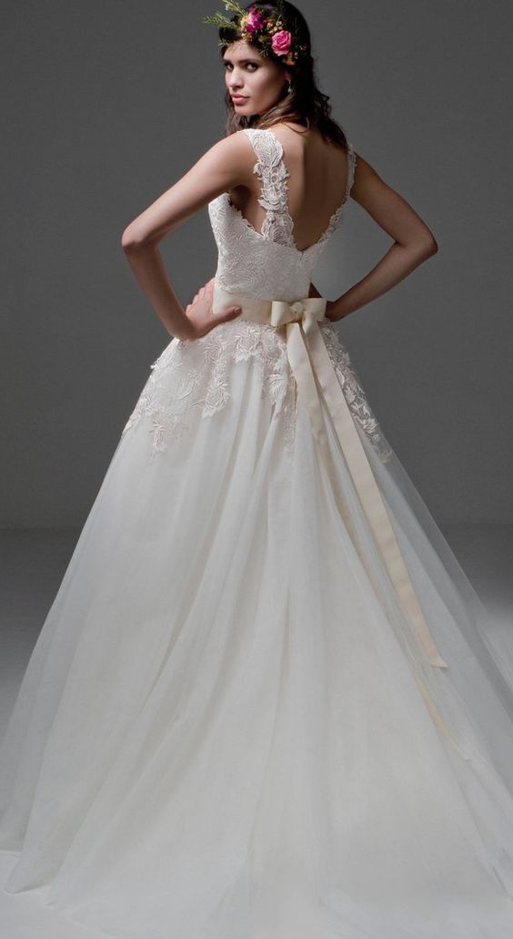 how much does a wedding dress cost With how much do wedding gowns cost