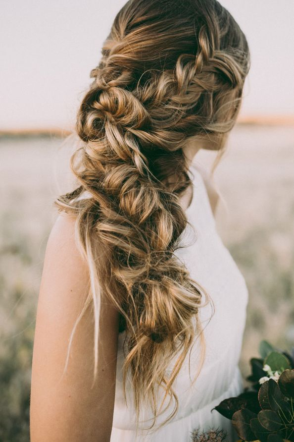 Wedding hairstyles for the modern bride modwedding wedding hairstyles 1 12222015 km junglespirit