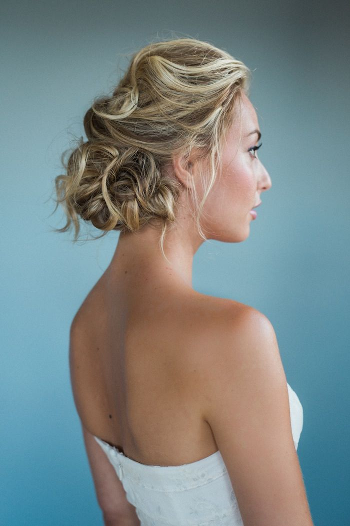 Wedding hairstyles for medium length hair modwedding wedding hairstyles for medium length hair 5 09092015ky junglespirit Image collections
