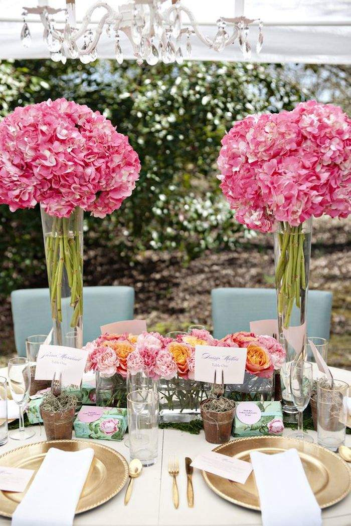 Combine your rustic taste with elegant romance using these beautiful wedding reception ideas featuring an array of colors