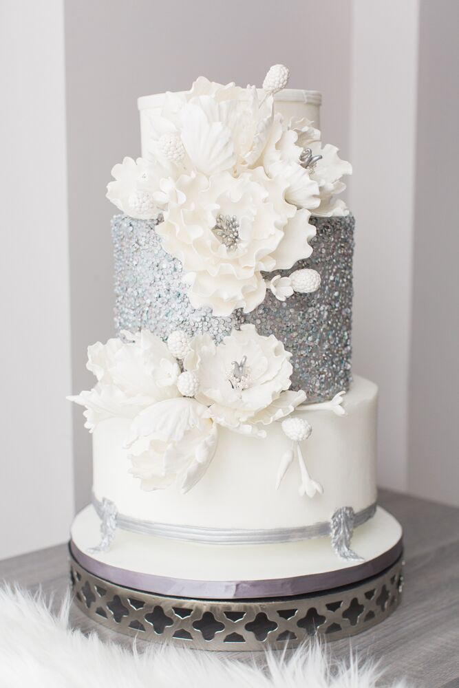 winter themed wedding cakes luxurious white and blue winter wedding 27548